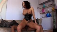 Voluptuous cougar Jayden Jaymes has a hung black man banging her peach