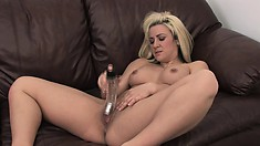 Horny Vanessa Gold fills her pussy with a dildo and reaches her climax