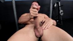 Cute stud Jordan Roberts drives his long prick to pleasure in the gym