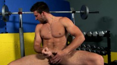 Hot stud with a ripped body drives his long pole to orgasm in the gym