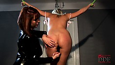Mistress in latex teases a curvy blonde slave's wonderful ass