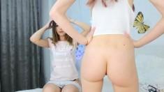 Teen Breebbxox Fingering Herself On Live Webcam
