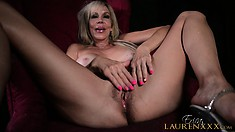 Sexy blonde lady Erica Lauren drives her peach to orgasm with her skillful fingers