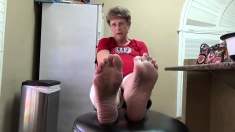 Amateur Foot Fetish Girlfriend Sucks And Gives A Footjob