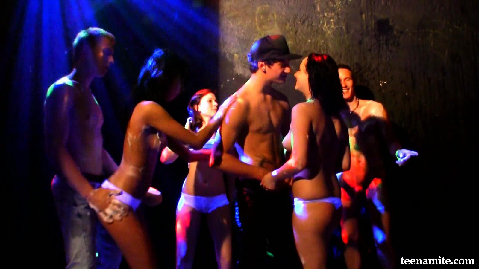 Порно танцы дискотека