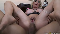 Cougar With Huge Jugs Shows What Good Reverse Cowgirl Riding Should Look Like